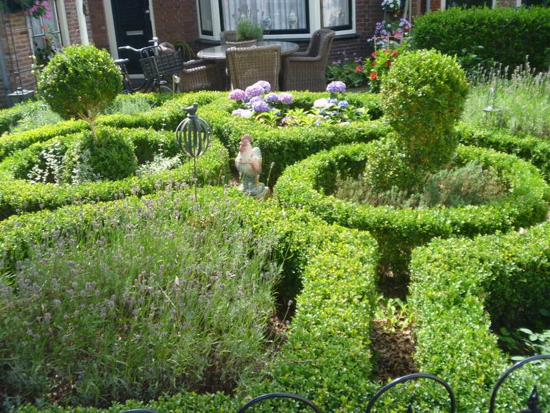 Överallt välskötta trädgårdar och fantasifulla