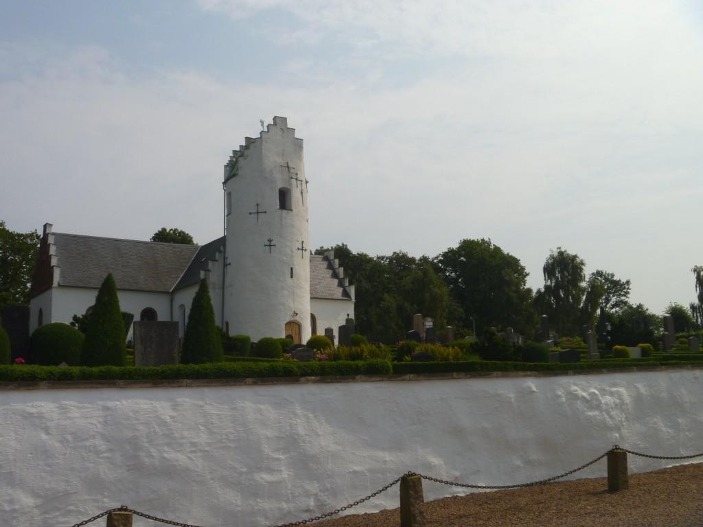 Hammarlöv kyrka med sitt ovanliga runda torn
