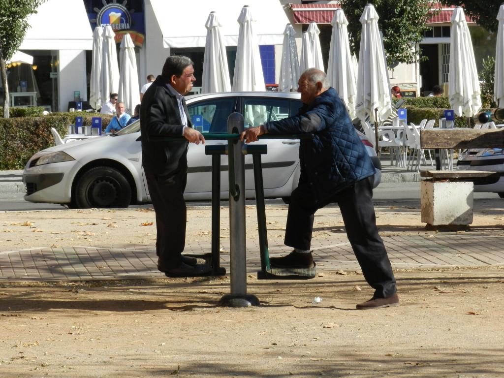 Granadas äldre kan träna i parken